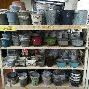 ブリキ製の植木鉢